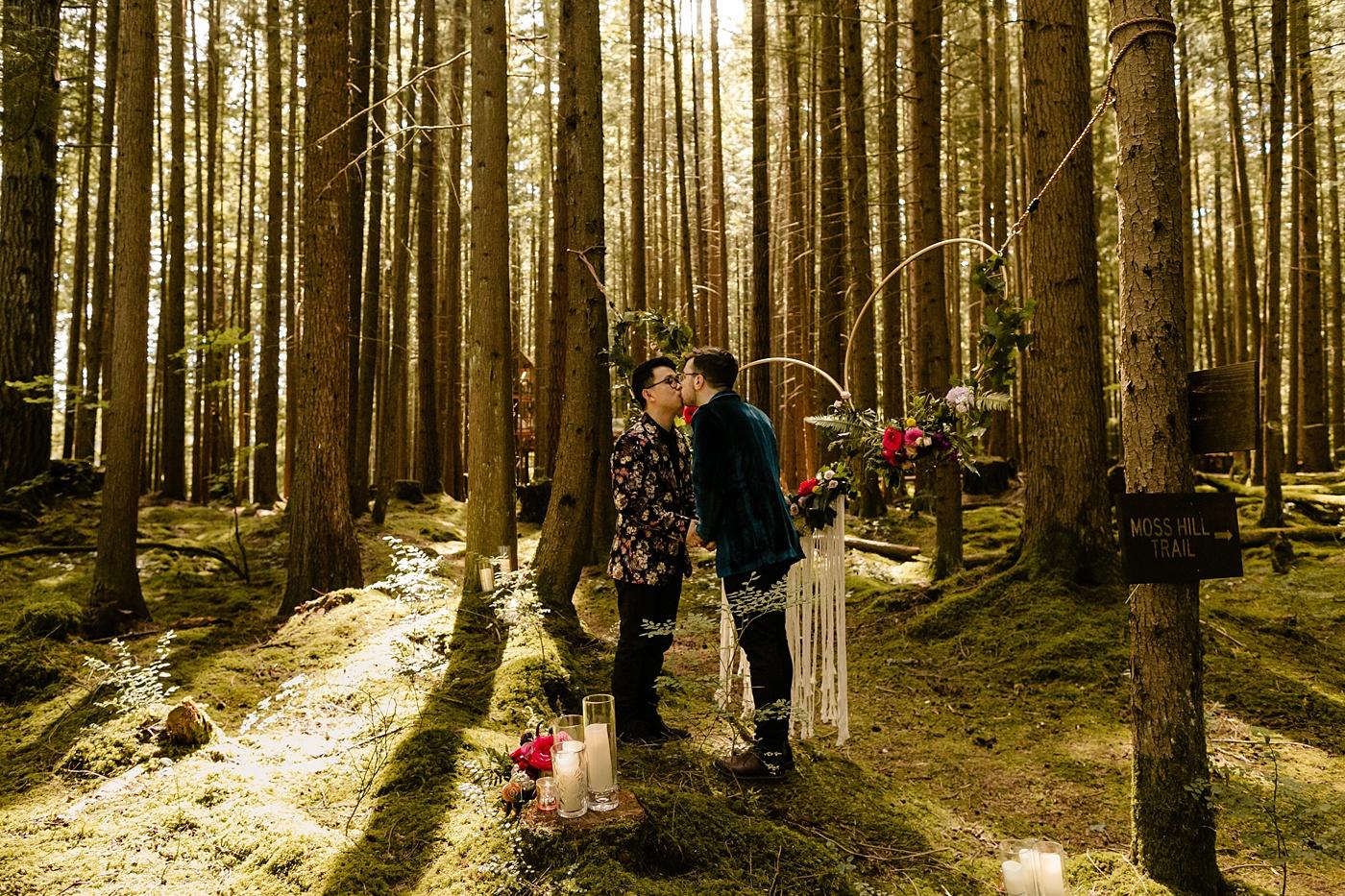 Washington Micro Wedding in the woods PNW elopement photographer