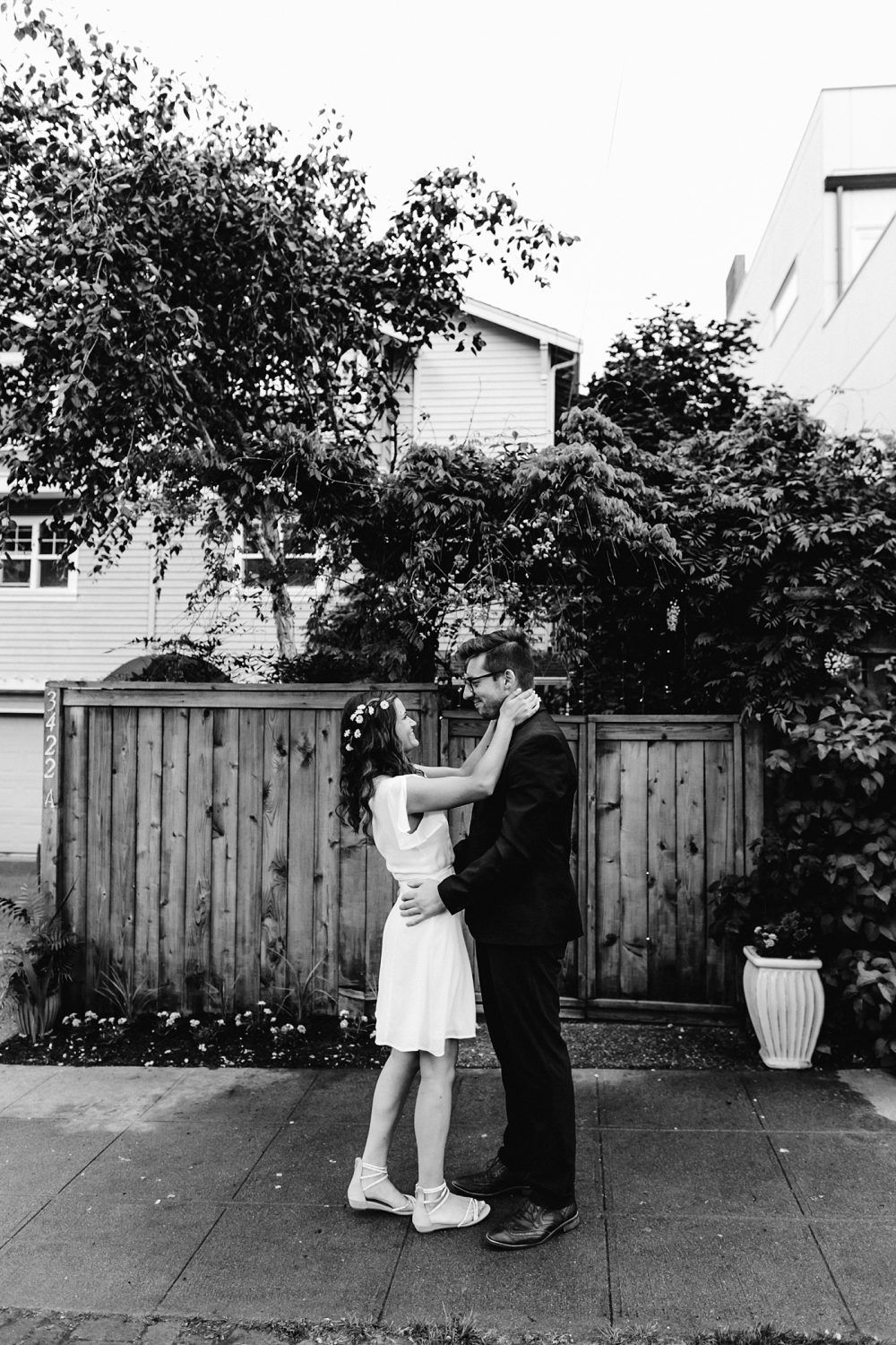 backyard wedding vibes in a pacific northwest home