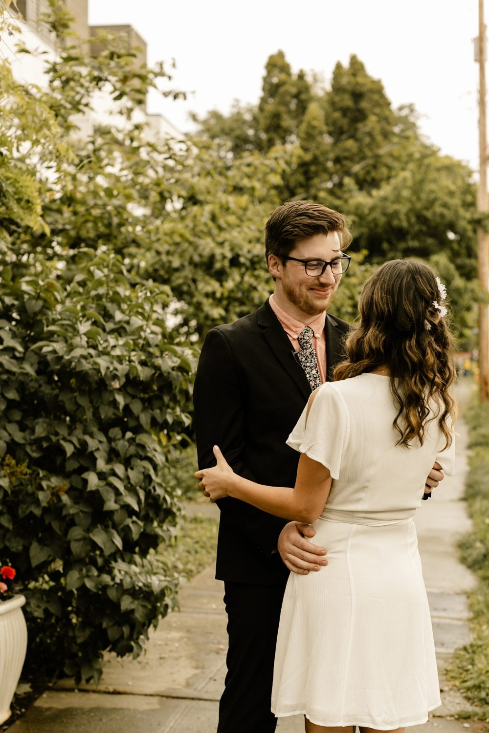 groom with glasses
