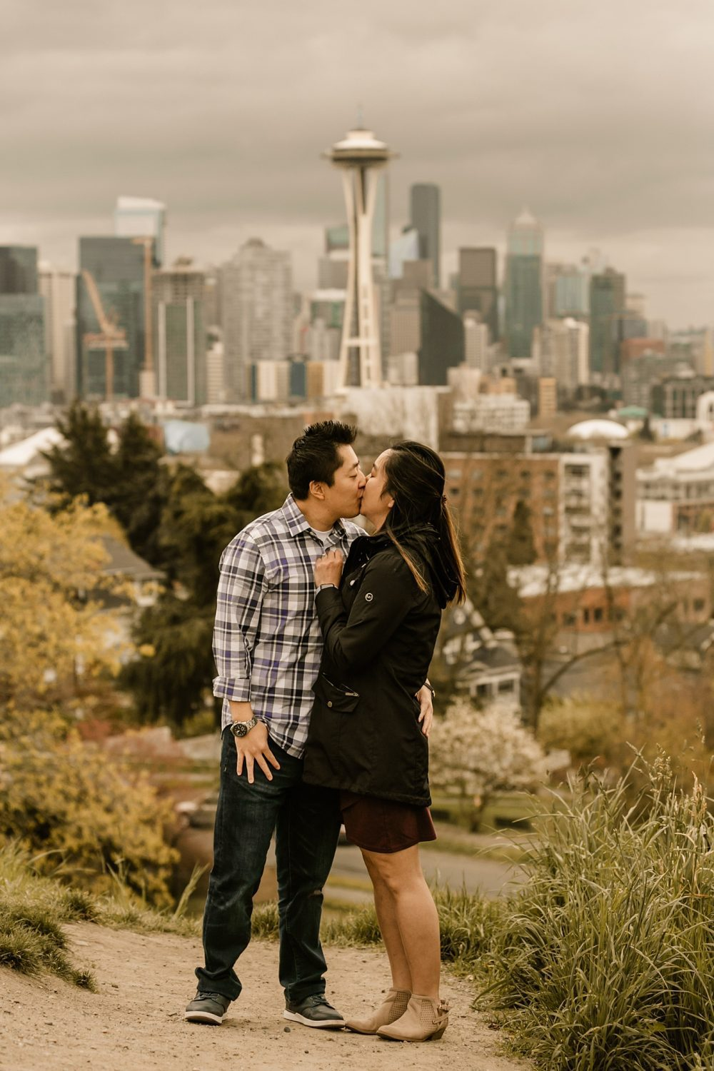 space needle view seattle couples photographer