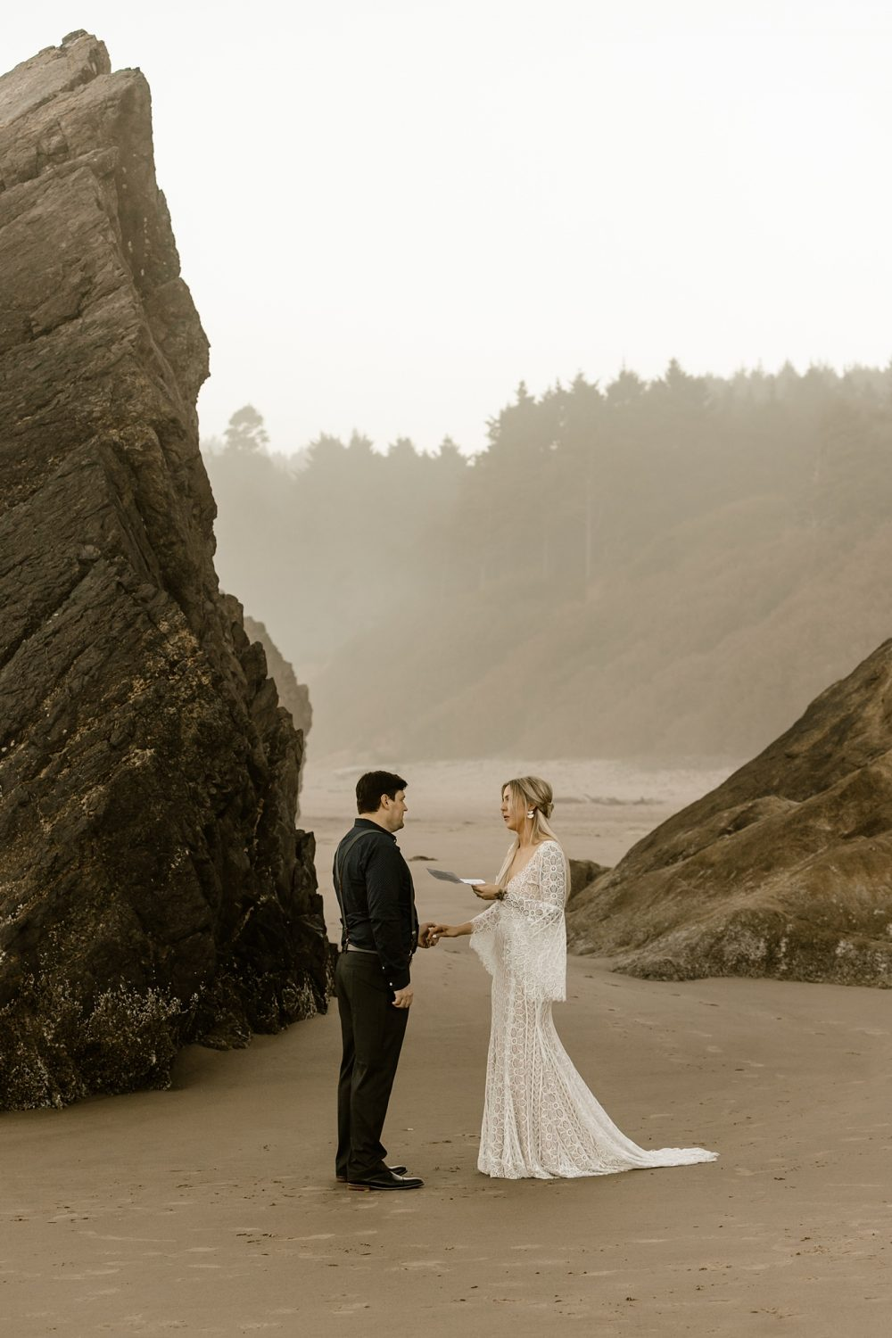 private vow reading, leading your own ceremony, cannon beach elopement photographer