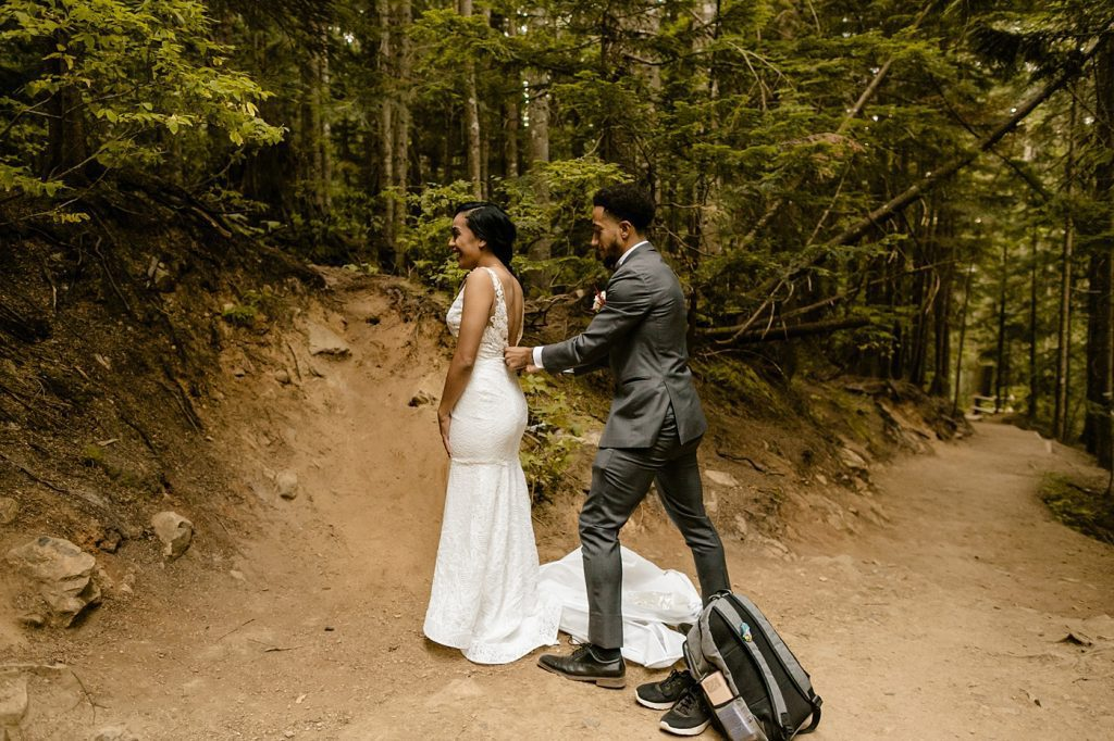 getting ready at the trailhead adventure elopement photographer