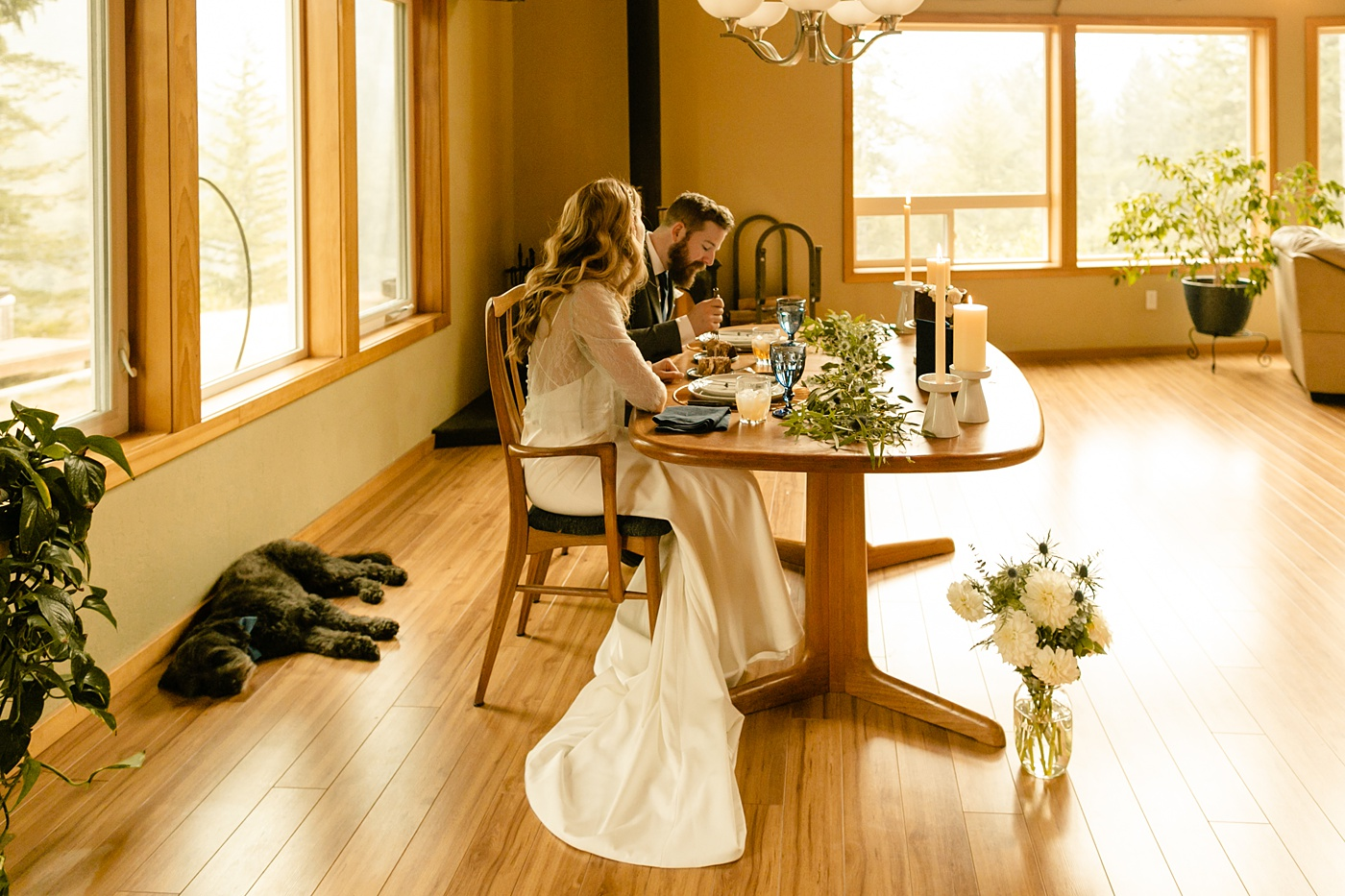 cozy and intimate elopement sweetheart table ideas, cabin in the woods, Washington state photographer