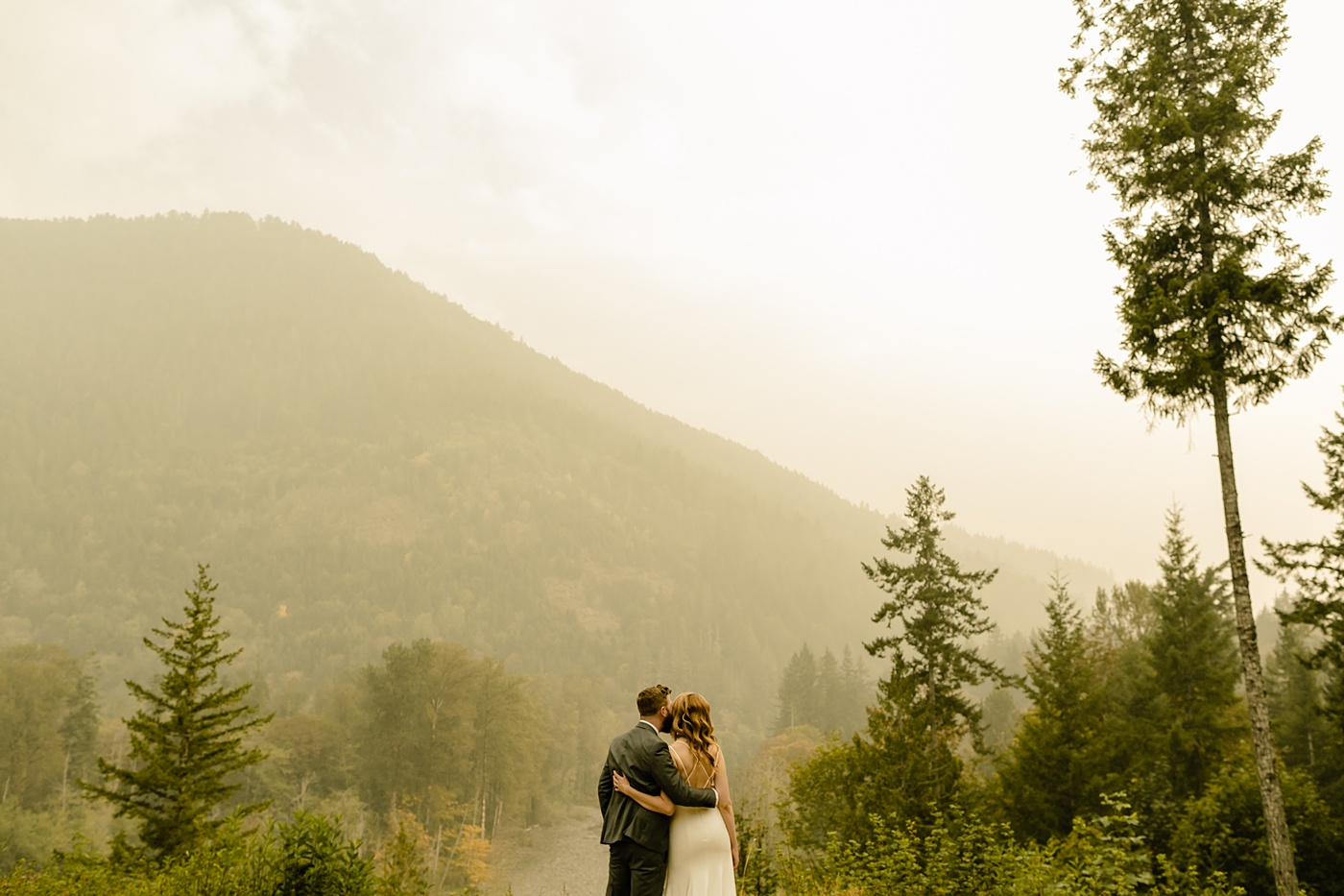 Seattles Best Airbnbs for Elopements PNW adventure elopement photographer