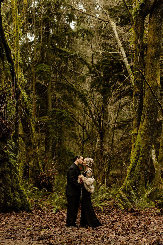 Washington courthouse elopement - should I write a shot list for my photographer